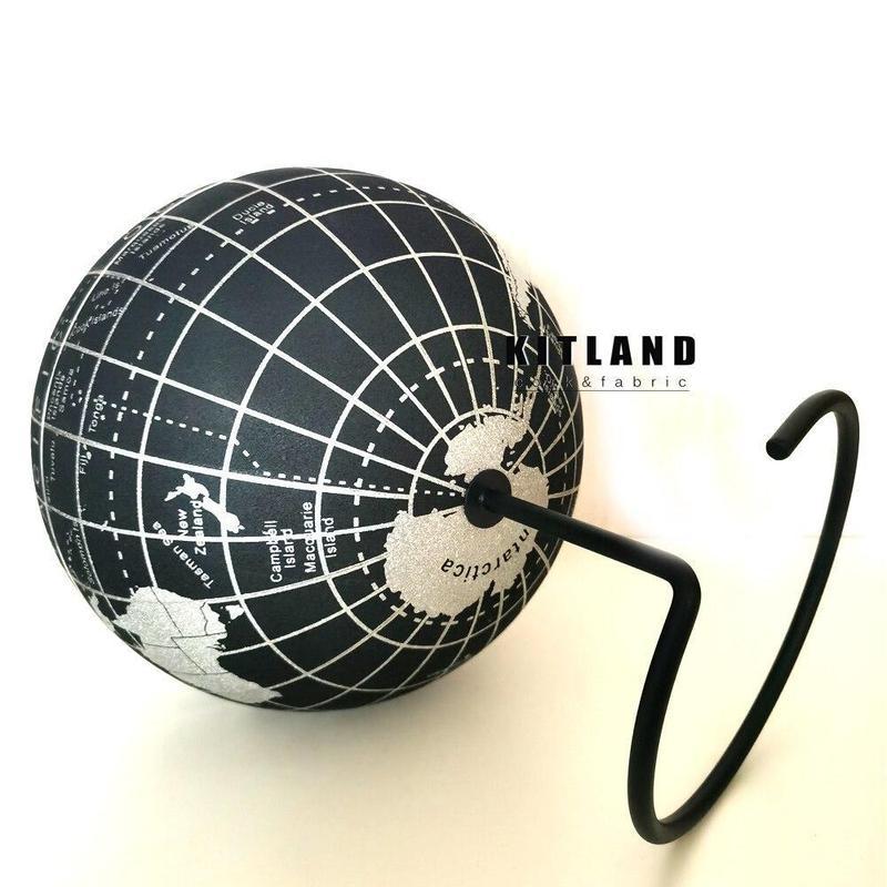 Globe Terrestre Noir Et Argent